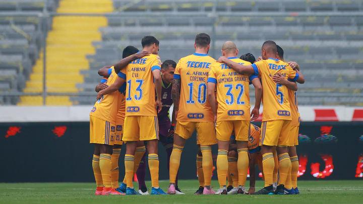Jugadores de los Tigres UANL previo a un partido.