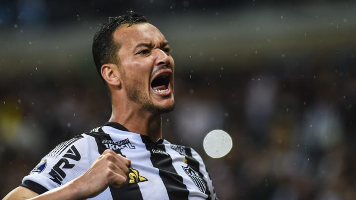 Réver comemora gol pelo Atlético, jogador é o maior zagueiro artilheiro do brasileirão