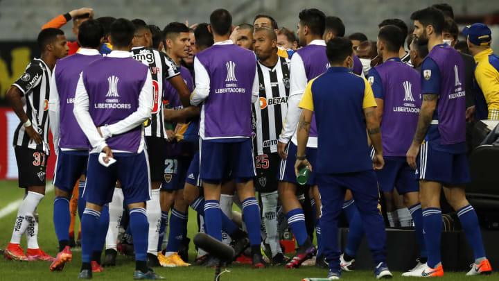 Após a classificação do Atlético-MG, a delegação do Boca Juniors gerou uma confusão no Mineirão e foi parar na delegacia.