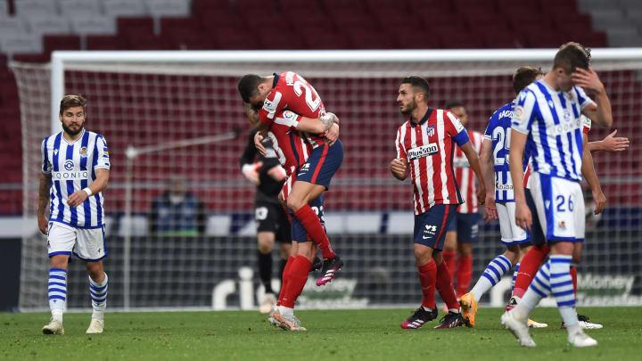 Los jugadores del Atlético de Madrid celebran un triunfo capital en su pelea por la liga