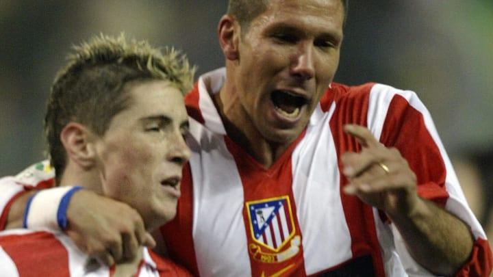 Atletico de Madrid's Fernando Torres (L)