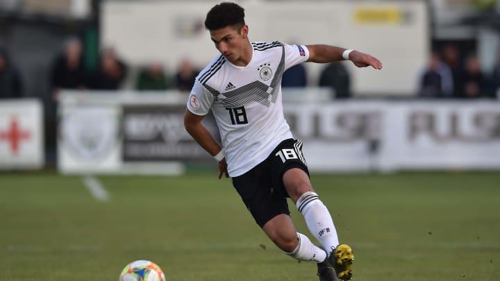 Kerim Calhanoglu unterschreibt auf Schalke einen Profivertrag bis 2024