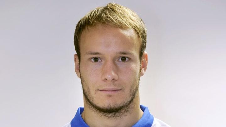 Auxerre's French goalkeeper Simon Pontde