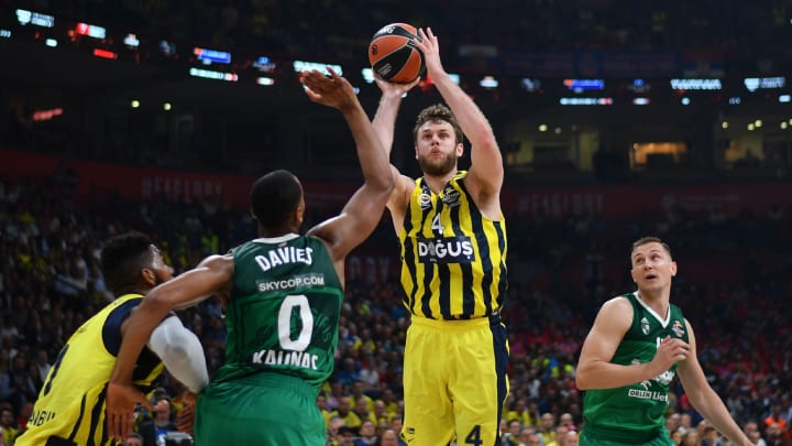 Zalgiris' US center Brandon Davies (C/#0) looks on as Fenerbahce's Italian forward Nicolo Melli (2R) shoots during the first semi-final EuroLeague Final Four basketball match between Fenerbahçe and Zalgiris at The Stark Arena in Belgrade on May 18, 2018. (Photo by Andrej ISAKOVIC / AFP)        (Photo credit should read ANDREJ ISAKOVIC/AFP/Getty Images)