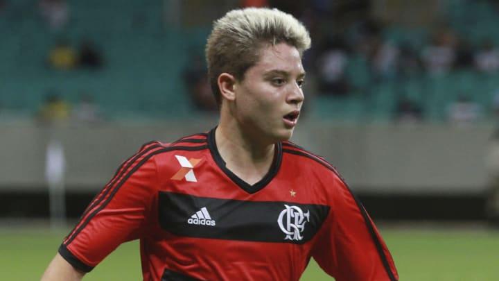 Adryan em ação pelo Flamengo.