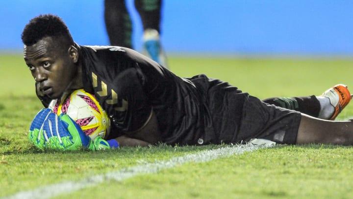 Arboleda terminó su contrato con Banfield y tendría una opción en Europa
