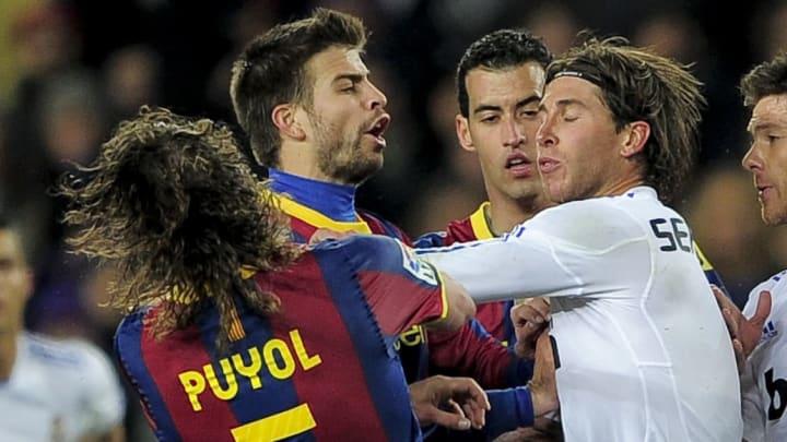 Barcelona's captain Carles Puyol (L) rea