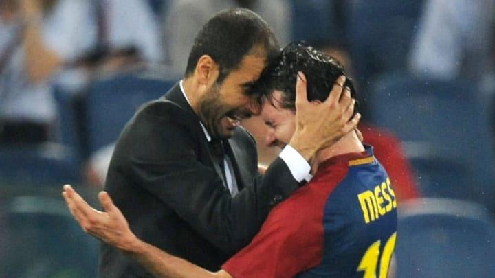 Barcelona's coach Josep Guardiola (L) ce