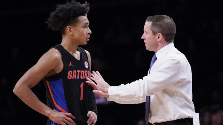 Kentucky vs Florida spread, line, odds, predictions, over/under & betting insights for college basketball game.