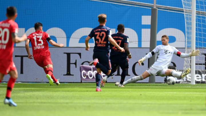 Lucas Alario, Manuel Neuer