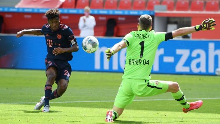 Kingsley Coman (left) draws FC Bayern München level.