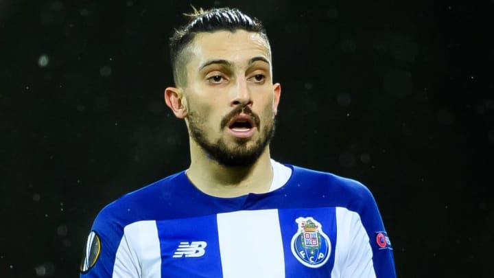 Manchester United have agreed terms with Alex Telles