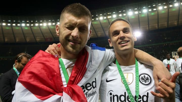 Dank der Treffer von Ante Rebic und Mijat Gacinovic gewann Eintracht Frankfurt vor zwei Jahren den DFB-Pokal (v.l.)