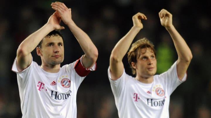 Bayern Munich´s Mark van Bommel (L) and