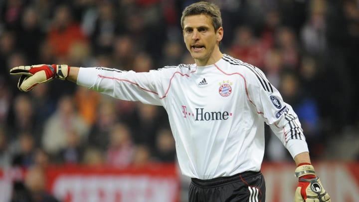 Bayern Munich's goalkeeper Hans-Joerg Bu