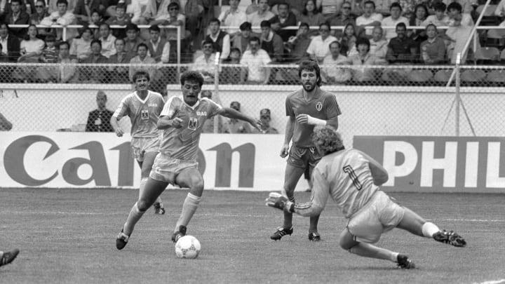 Belgian goal keeper Jean-Marie Pfaff (R)