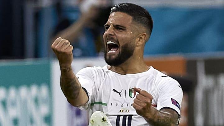 Lorenzo Insigne freut sich über sein Traumtor zum 2:0. Doch auch im Anschluss sah man die Italiener meist am Boden liegend.
