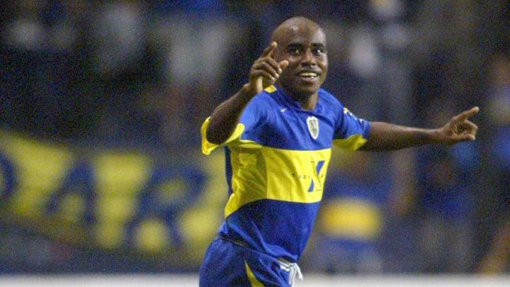 Boca Juniors' Baiano celebrates after sc