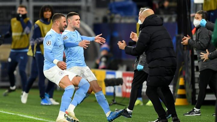 Pep Guardiola freute sich mit seinen Spielern über die Tore