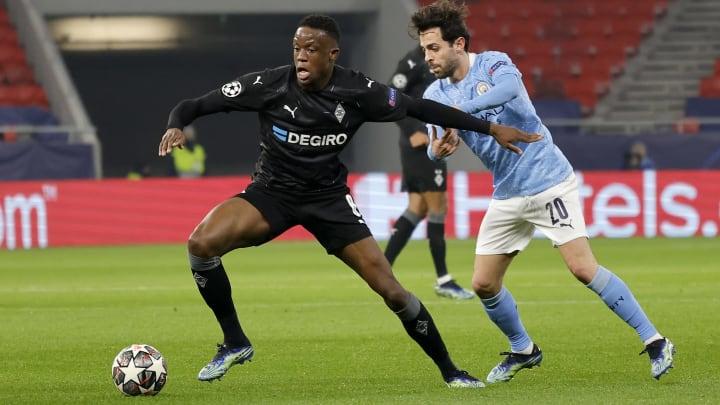 Denis Zakaria (l.) in der Champions League gegen Citys Bernardo Silva.