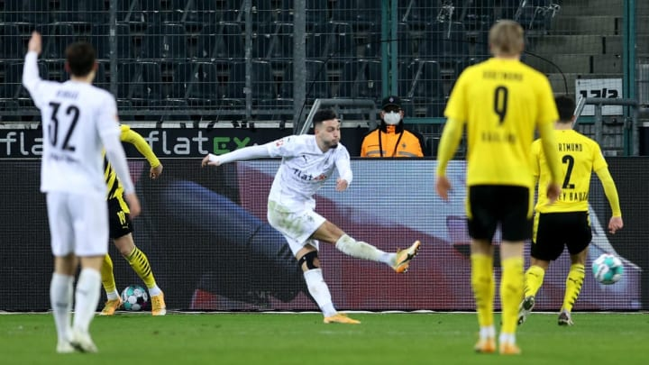 Ramy Bensebaini erzielt das 3:2 gegen Dortmund