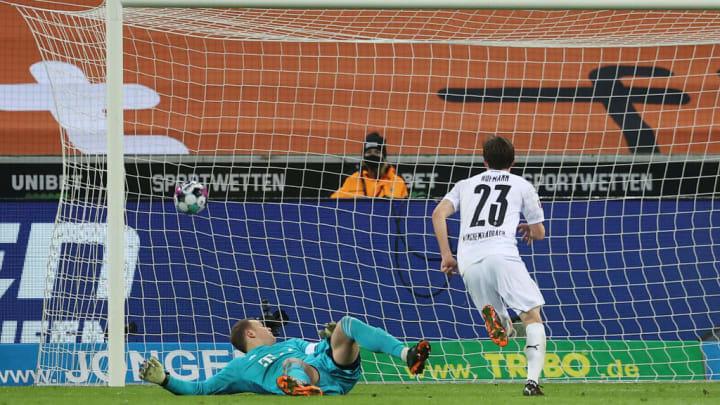 Noch in der ersten Halbzeit blieb Jonas Hofmann in zwei Eins-gegen-eins-Situationen gegen Manuel Neuer eiskalt
