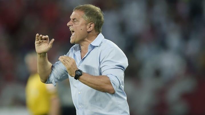 Dirigentes do Corinthians se irritaram com postura de Jorge Américo, agente de Diego Aguirre.
