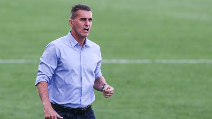 Novas dores de cabeça para Vagner Mancini: Roni e André Luis testaram positivo para covid-19 e vão desfalcar a equipe contra o São Caetano.
