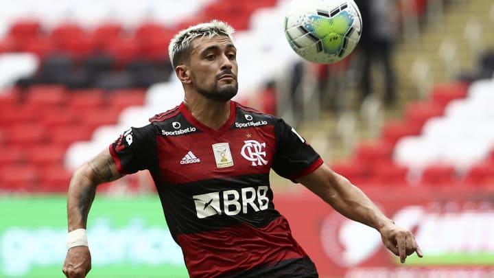 Arrascaeta vê Flamengo líder com mérito por nova postura: Totalmente diferente