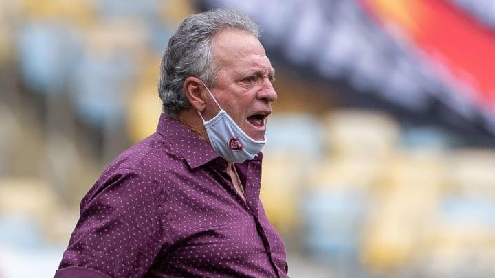 """Abel lamenta vice do Internacional e reforça favorecimento ao Flamengo: """"Tiraram da gente, fazer o quê, foi pena, um negócio meio inacreditável""""."""