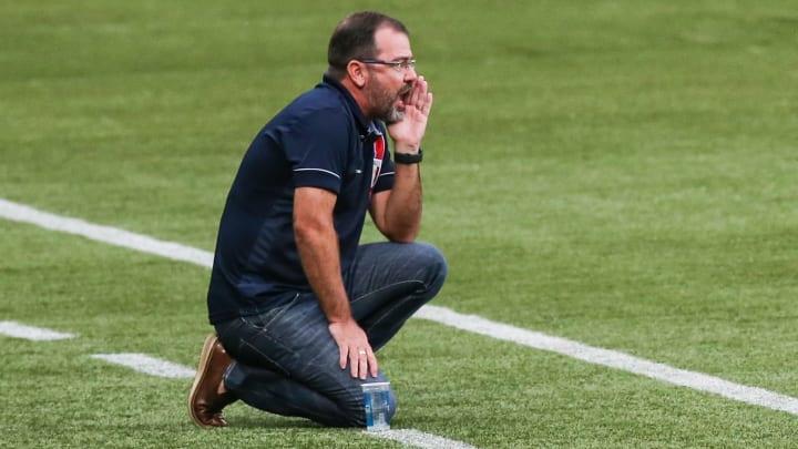 """Com resultados, mas """"sem desempenho"""": Fortaleza acertou ao demitir Enderson Moreira. Jogada, porém, é arriscada."""