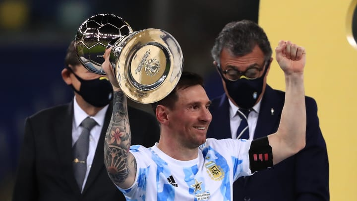 Messi levantando la Copa América
