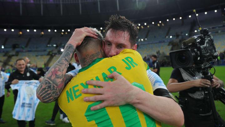 Les deux hommes se sont enlacés pendant longtemps après la finale de Copa America.
