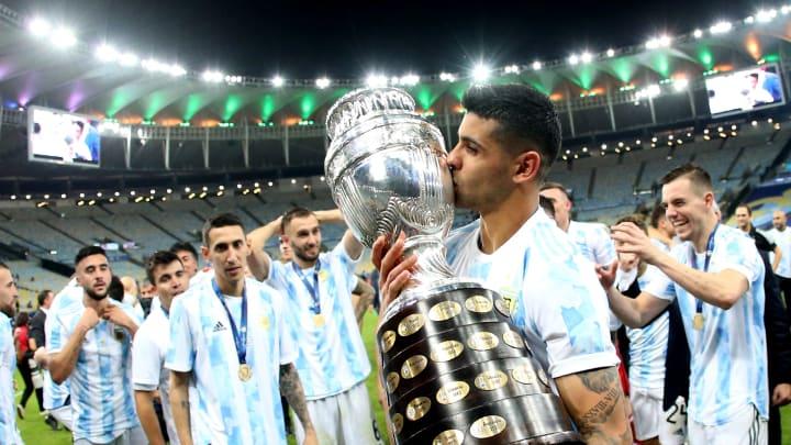 Brazil v Argentina: Final - Copa America Brazil 2021 - Cristian Romero levanta la Copa América.