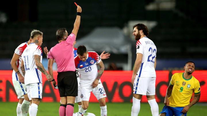 Do lance envolvendo Gabriel Jesus ao cartão vermelho recebido por Allan no Brasileirão: confira seis expulsões recentes inquestionáveis no futebol.