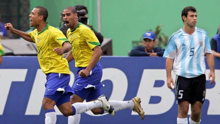 De Adriano Imperador como grande personagem ao título invicto da Colômbia em 2001: relembre as melhores finais da Copa América.