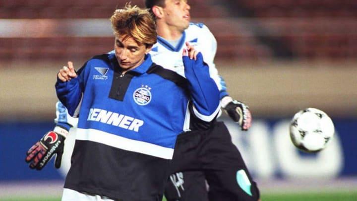 Brazilian football team Gremio forward Paulo Nunes
