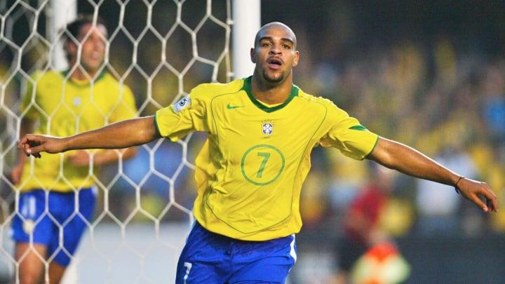Pemain Brasil Adriano merayakannya