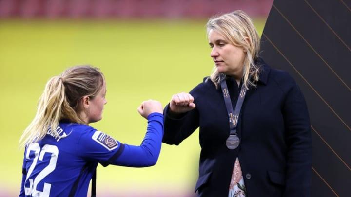 Emma Hayes, treinadora da equipe, segue fazendo história no comando do Chelsea.