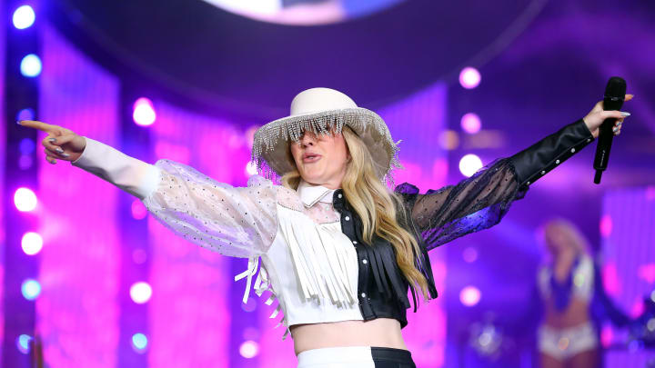 ARLINGTON, TEXAS - NOVEMBER 28: Ellie Goulding performs during halftime at the Thanksgiving game between the Buffalo Bills and the Dallas Cowboys at AT&T Stadium on November 28, 2019 in Arlington, Texas. (Photo by Richard Rodriguez/Getty Images)