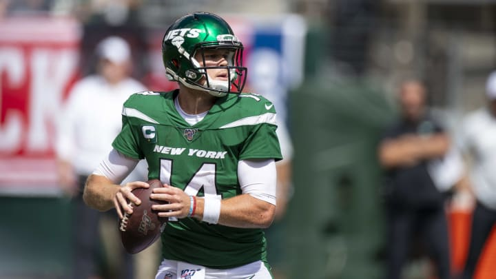 EAST RUTHERFORD, NJ - SEPTEMBER 08:  Sam Darnold #14 of the New York Jets drops back to pass during the second quarter against the Buffalo Bills at MetLife Stadium on September 8, 2019 in East Rutherford, New Jersey.  (Photo by Brett Carlsen/Getty Images)