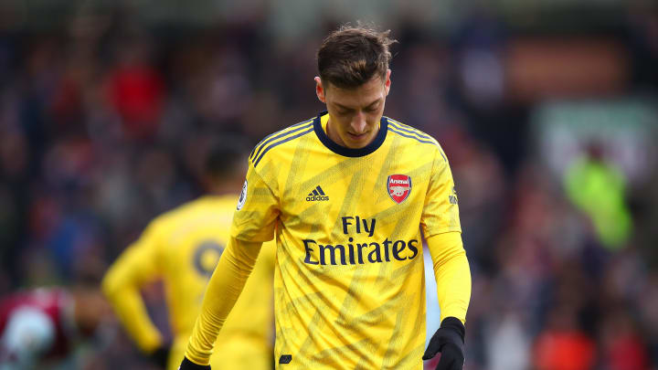 Terminó la aventura en la Premier League para Özil.