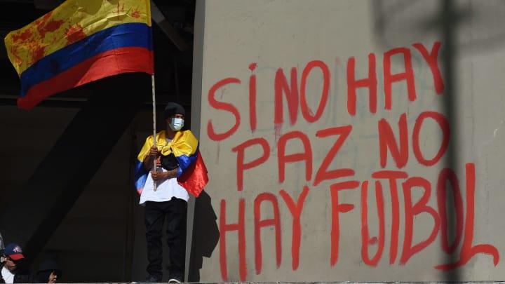 """""""Se não há paz, não há futebol""""."""