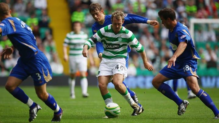 Aiden McGeady face à trois joueurs. Un classique pour ce dribbleur né.
