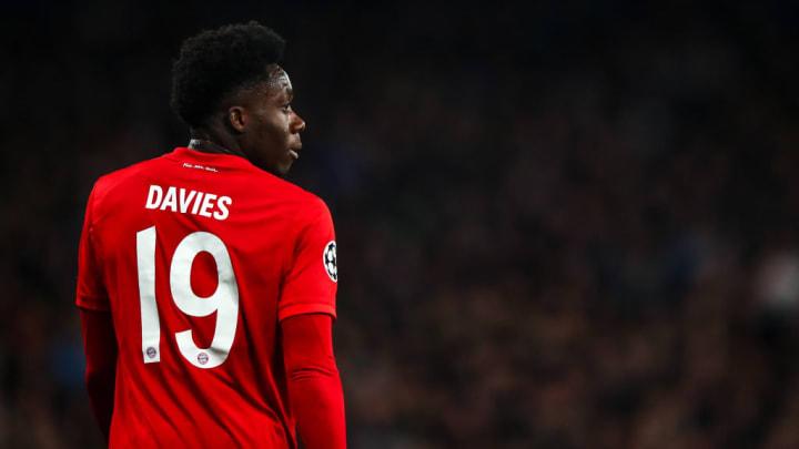 Davies spielte sich auch in die Elf des Jahres