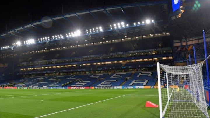 pemandangan umum di dalam stadion Stamford Bridge