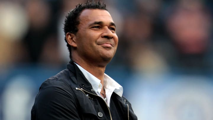 Ruud Gullit was surprisingly sacked by Chelsea in 1998 despite impressing