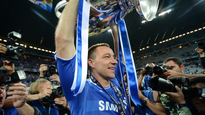 Chelsea's British defender John Terry  h