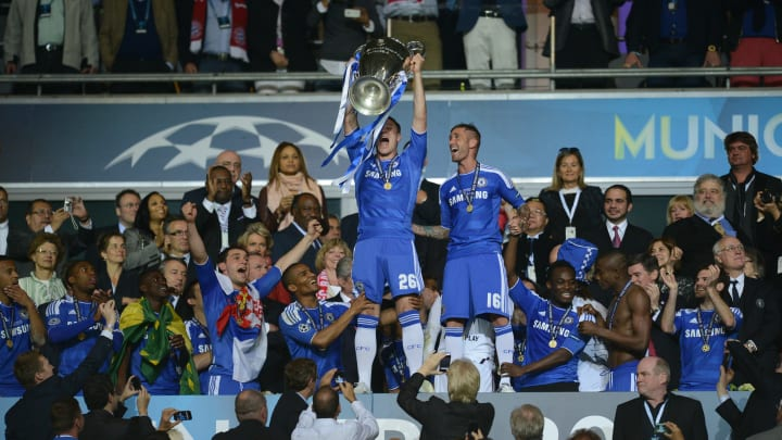 Chelsea's British defender John Terry (C