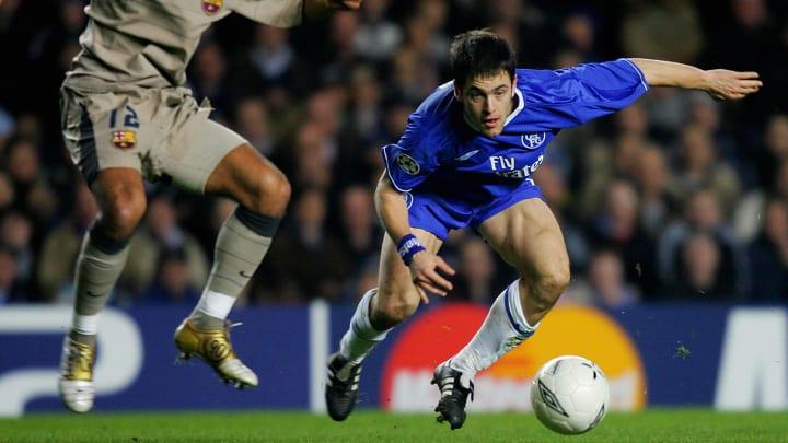 Chelsea's Joe Cole (R) and Barcelona's G